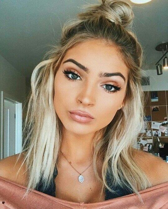 Sexy shoulder-length Waves con Top Knot