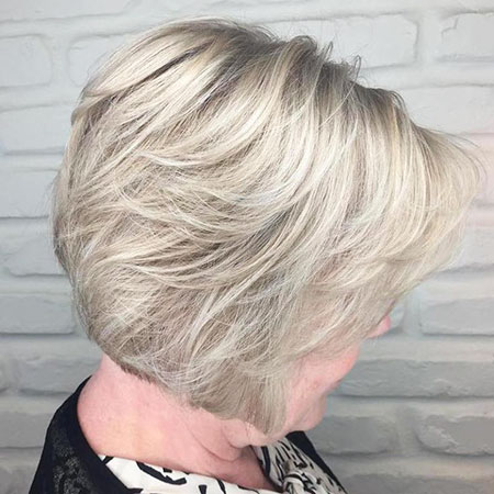 Corte en capas, Blonde Bob Layered Pixie